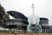 Gebäudearchitektur als Piano und Cello in China (Huainan/Provinz Anhui)